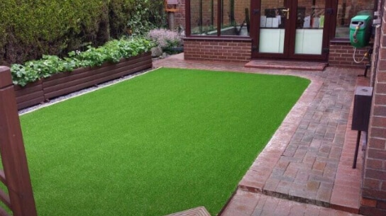 brindle-block-paving-lawn